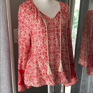 NWOT olivaceous red and white top size S